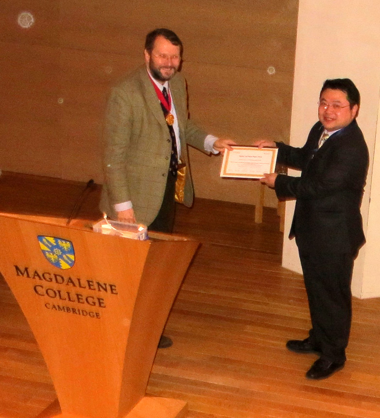 Dr. Dai receives his award from President Prof. T. Clive Lee